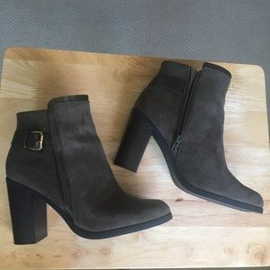Olive green/Brown suede ankle boots